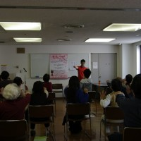 「第一回 四季の会」の様子です。健康運動士の方による健康運動講座